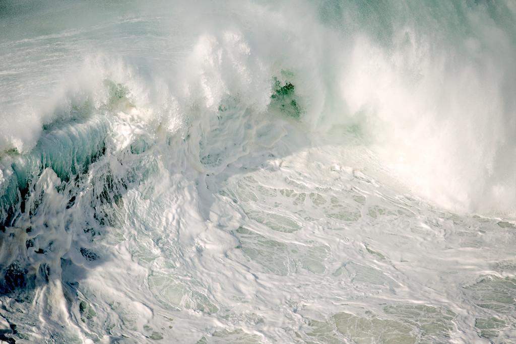White surf (Portugal) [1024x683][oc]